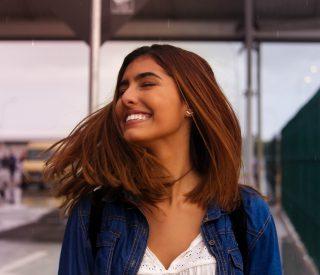 Smilende kvinder